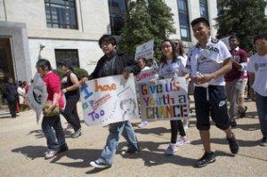 Estudiantes del distrito neoyorquino de Staten Island realizan una manifestación en Washington a favor de la reforma migratoria, el 10 de abril.   Jacquelyn Martin / AP